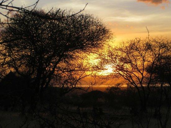 Isoitok Camp - Manyara : Sunset on the Isoitok Camp