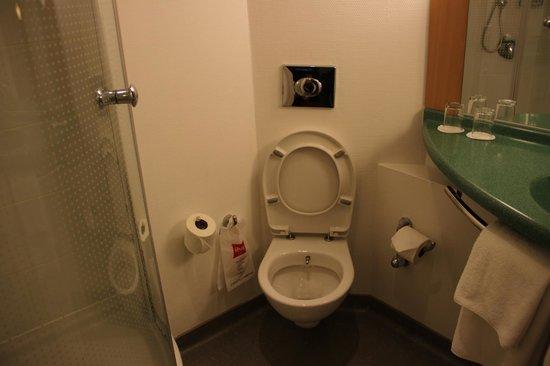 Ibis Istanbul: toilet