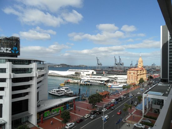 Copthorne Hotel Auckland HarbourCity: Day view of vessel terminals