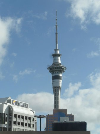 Copthorne Hotel Auckland HarbourCity: View of Sky Tower from the lobby end of the room