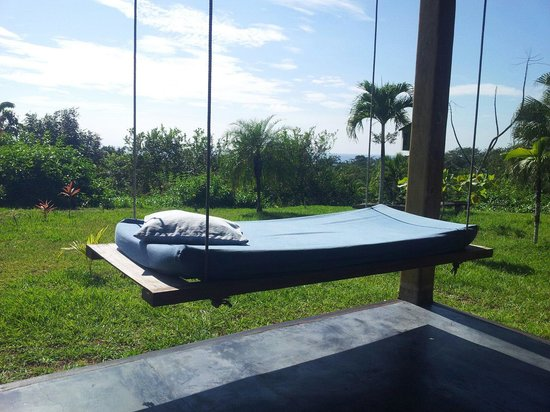 Lodge Ylang Ylang: Petit coin repos devant le bungalow