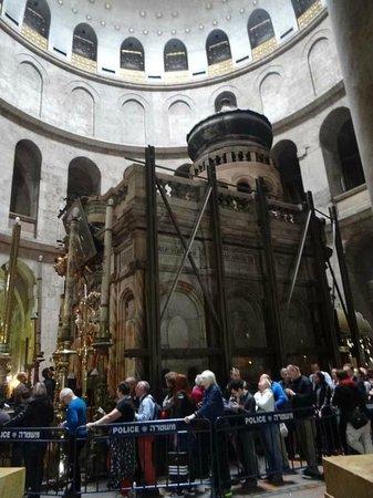 Vieille Ville de Jérusalem : Кувукле в Храме Гроба Господня