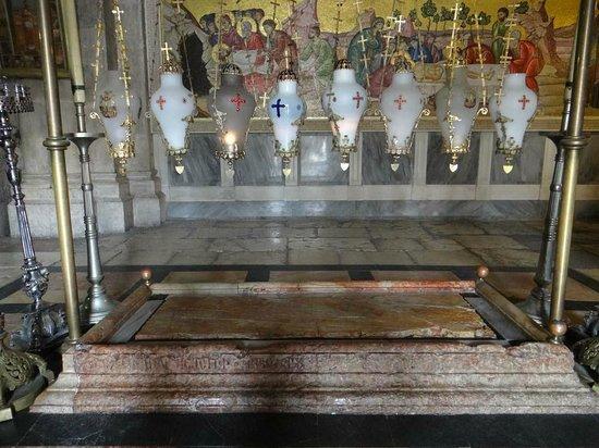 Vieille Ville de Jérusalem : Редкий момент - пусто около камня помазания