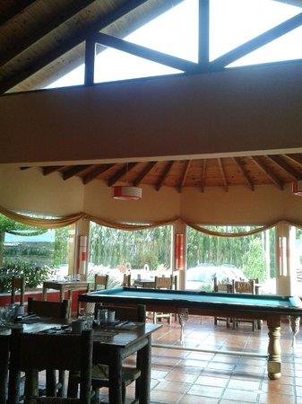Marcopolo Inn: Comedor y sala de estar.