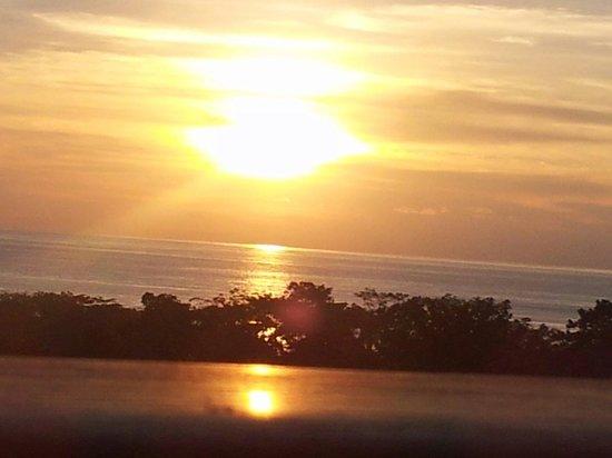 Lodge Ylang Ylang: Vue du coucher de soleil depui la chambre