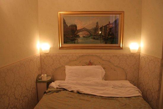 Hotel San Salvador: Фото спального места