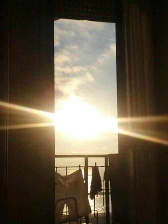 Hotel Montmartre: солнце стучится в окно