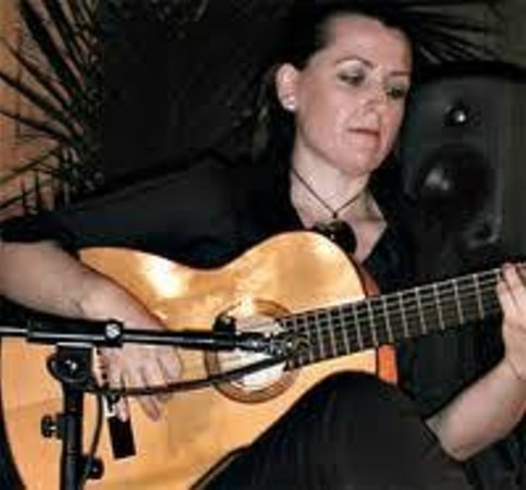 Celia en acción. - Picture of Celia Morales Guitarra Flamenca Tradicional, Ro...