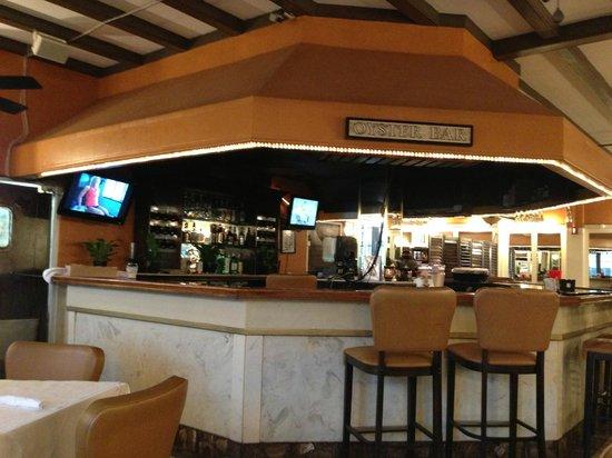 Montrel's Bistro : bar area