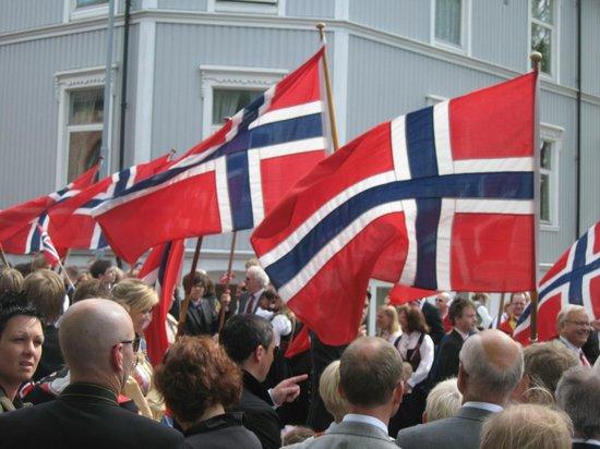 Thon Hotel Brygga: May 17th National wave a flag day!