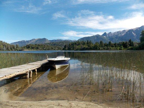 Bellevue Bed & Breakfast: Playa y lago Moreno