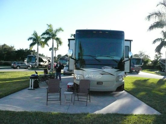 Naples Motorcoach Resort : our site on the lake