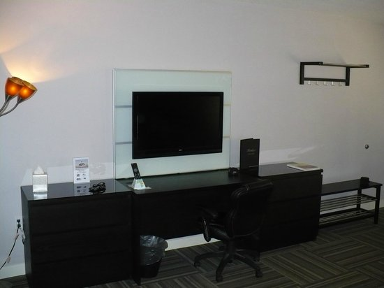 Virage Hotel : Flat Screen TV's In All Rooms