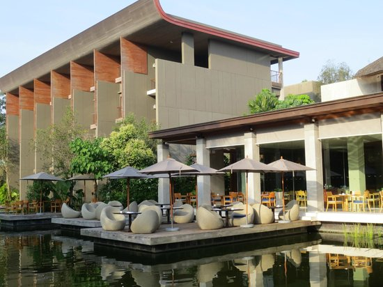 Renaissance Phuket Resort & Spa: outdoor breakfast and dinner