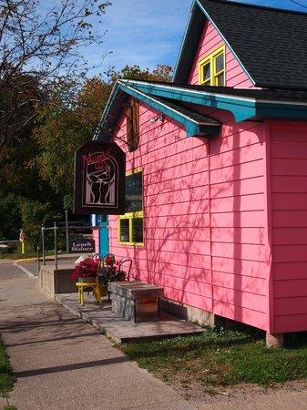 Maggie's Restaurant: Front Steps