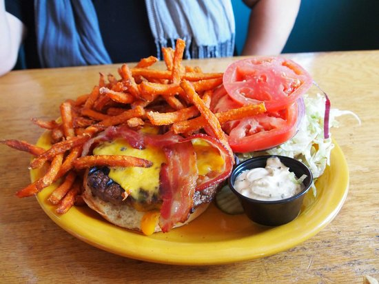 Maggie's Restaurant: Burger and Fries