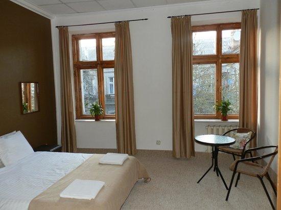 Krovat Hostel: удобная кровать вид во двор