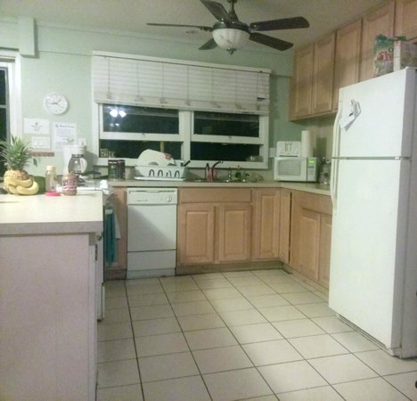 The Tiki Beach Hostel: Full Kitchen for your use