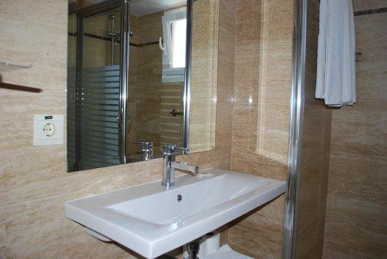 Apartamentos Les Dunes Suites: moderne badkamer