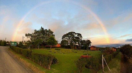 Grandpas Hotel: Atardecer con arcoiris...