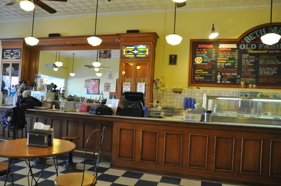 Beth Marie's Old Fashioned Ice Cream & Soda Fountain: Behind the counter