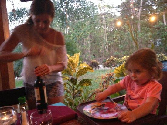 CAFE DEL PUEBLO RESTAURANTE Y PIZZERIA : Alexandra and Bella