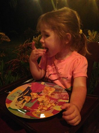 CAFE DEL PUEBLO RESTAURANTE Y PIZZERIA: Bella loving the pizza