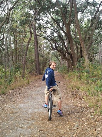 Skidaway Island State Park : Near the Start of the Trail.  It's still wide open here.  As the trail progresses, it narrows ni