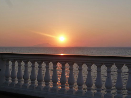 Hotel Corallo Sorrento: Sunset from the Terrace