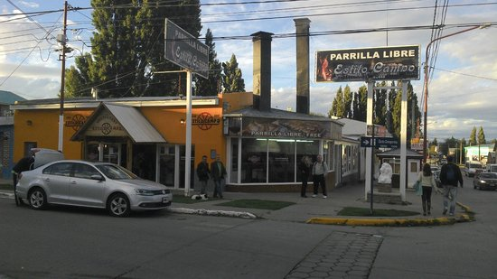 Calafate Hostel: Restaurante barato localizado na rua Gdor. Gregores