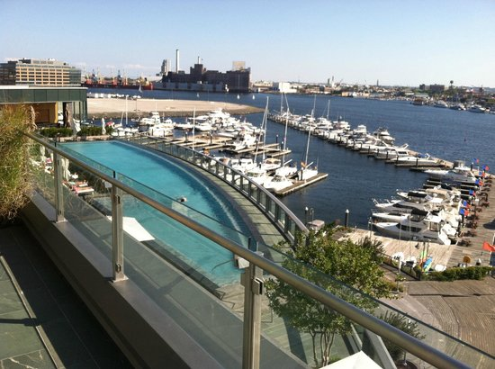 Four Seasons Baltimore : Pool and Harbor from Jacuzzi