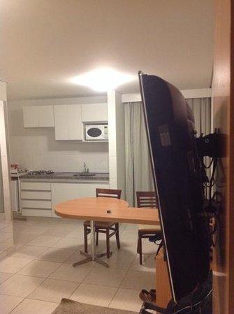 Impar Suites Cidade Nova: sala e cozinha