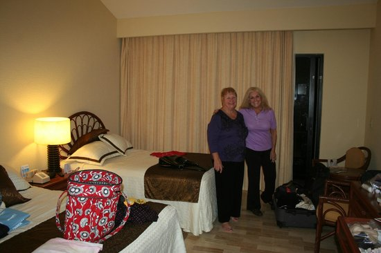 The Royal Caribbean : Second bedroom