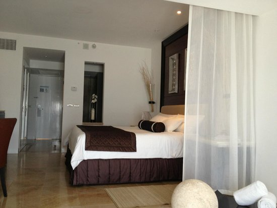 Room picture of le blanc spa resort cancun tripadvisor for Le salon blanc