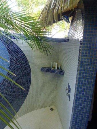 Hotel Vista de Olas: Our outdoor shower where you bathe under the stars