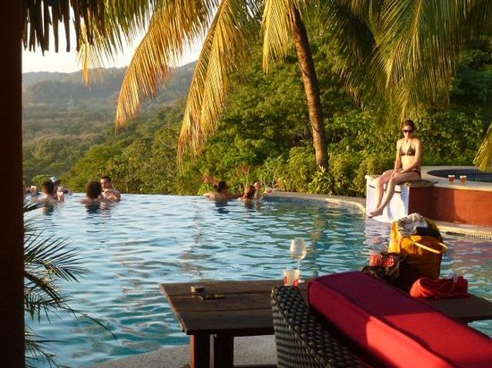 Hotel Vista de Olas : The pool at sunset is the most popular place in the area