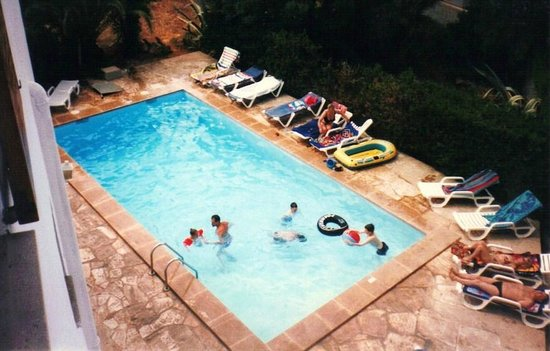 Sol Naixent: Pool from apartment