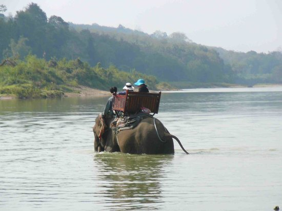 Shangri Lao : Going across the river in style