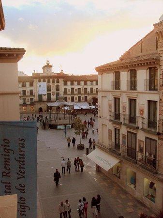 Hostal Remigio: La Plaza de los Fueros vista desde la habitación.