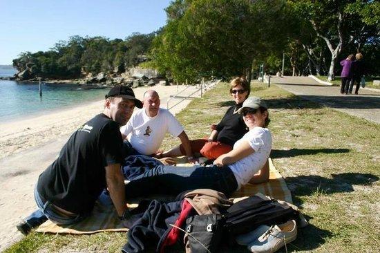 Paihia Harbour : Family picnic time