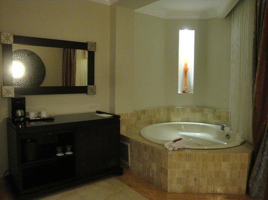 Majestic Elegance Punta Cana : Jacuzzi