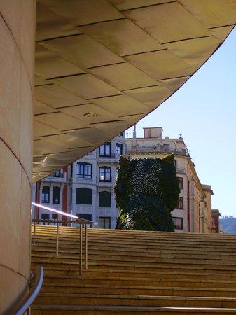 Guggenheim-Museum Bilbao: Puppy junto al Gunggenhein