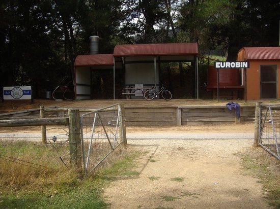 Murray to Mountains Rail Trail : Shelter en route