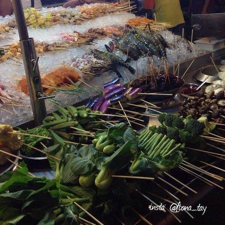 Jalan Alor : Skewers of all types!