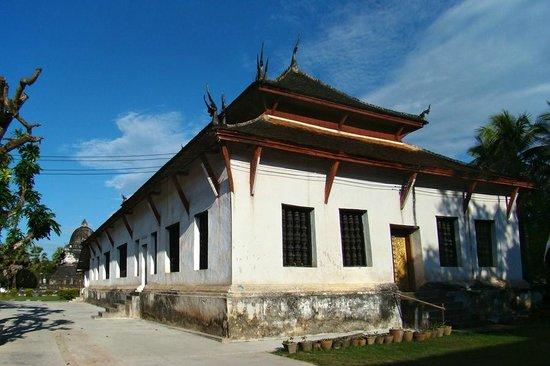 Vat Visounarath : The 19th Century reconstructed temple