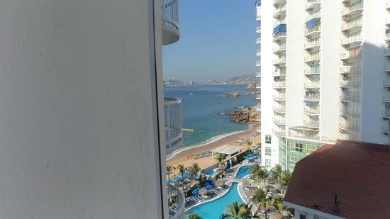 Calinda Beach Acapulco: Vista desde el piso 8 lateral.