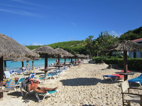 Halcyon Cove by Rex Resorts: Beautiful beach with a lot of shade