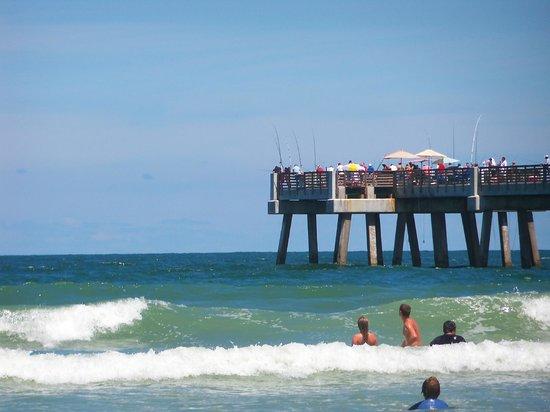 Jacksonville Beach: Fisning on the Pier