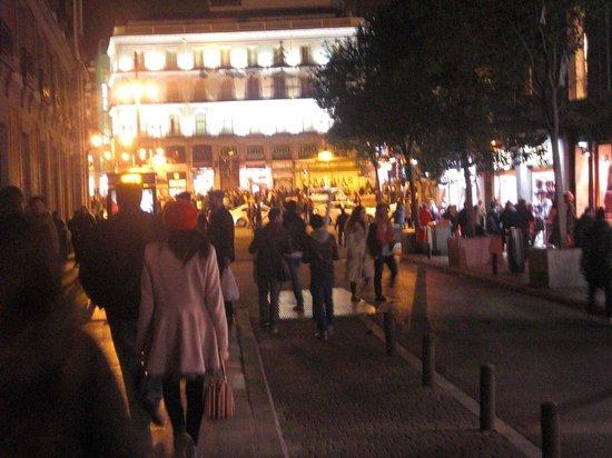 Hostal El Pilar: Puerta del Sol desde entrada Hostal
