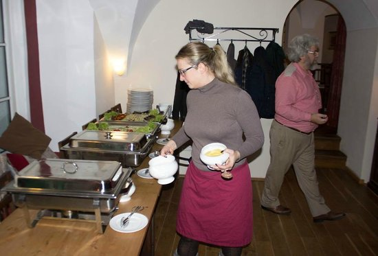 Schloss Blumenthal: Staff setting up the food